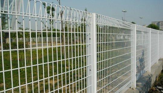 Az OTÉK és a vagyonvédelem (Kép forrása: www.weldmeshfence.com)