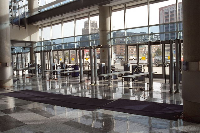 Fémkereső kapuk, nem csak repülőterekre