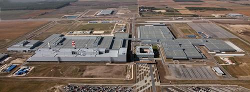 Biztonság a Mercedes gyárban (forrás: bevezetem.hu)