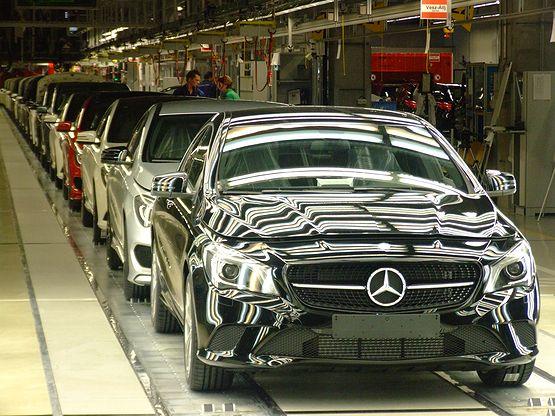 Biztonság a Mercedes gyárban (forrás: autoszektor.hu)