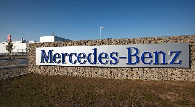 Biztonság a Mercedes gyárban (forrás: vezess.hu)