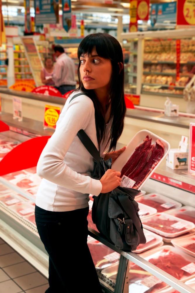 A Facewatch (Forrás. http://1.bp.blogspot.com/-wsdGaPegCCI/T2Cpp-yT9LI/AAAAAAAAAts/A-4VlTdxs9o/s1600/Shoplifting_Meat.jpg)