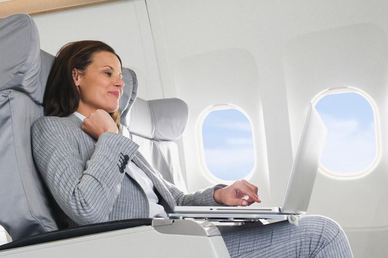 A mobiloknál nagyobb műszaki eszközt terrorveszély okán, nem lehet a repülőkre felvinni