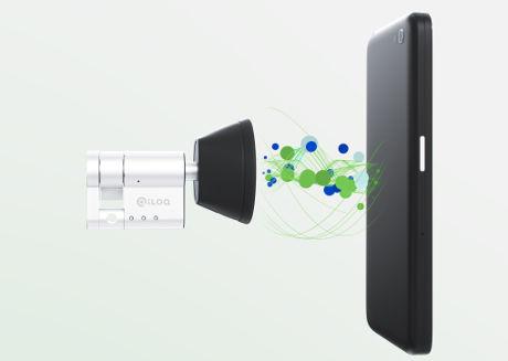Halló …Szezám tárulj ! Avagy az első mobil telefonnal nyitható ajtózár Forrás: https://www.nfcworld.com/2016/03/15/343314/iloq-unveils-energy-harvesting-door-lock-powered-by-nfc-phones/