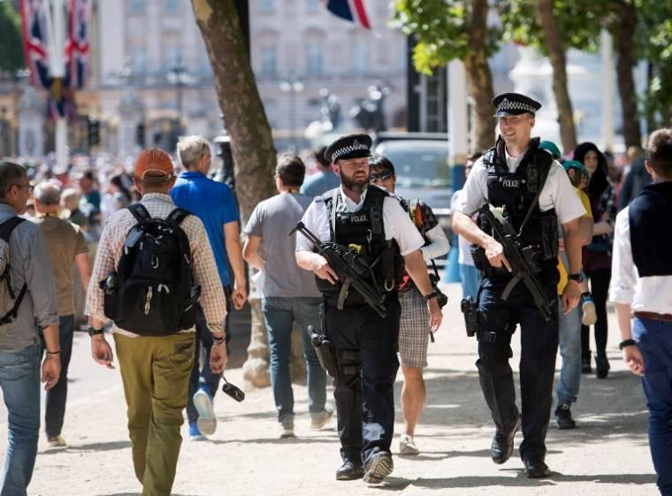 Londoni rendőrök fejkamerával. Az Egyesült Államokban már bevált a módszer Forrás: AFP