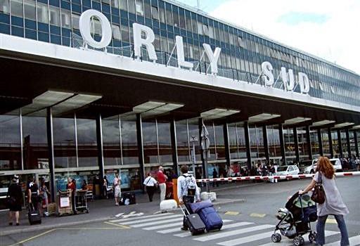 Májustól arcfelismerő kamera a párizsi reptereken Forrás: tickair.hu