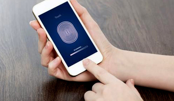Forrás: https://www.theguardian.com/technology/2016/feb/19/how-safe-is-voice-recognition-fingerprint-id-hsbc