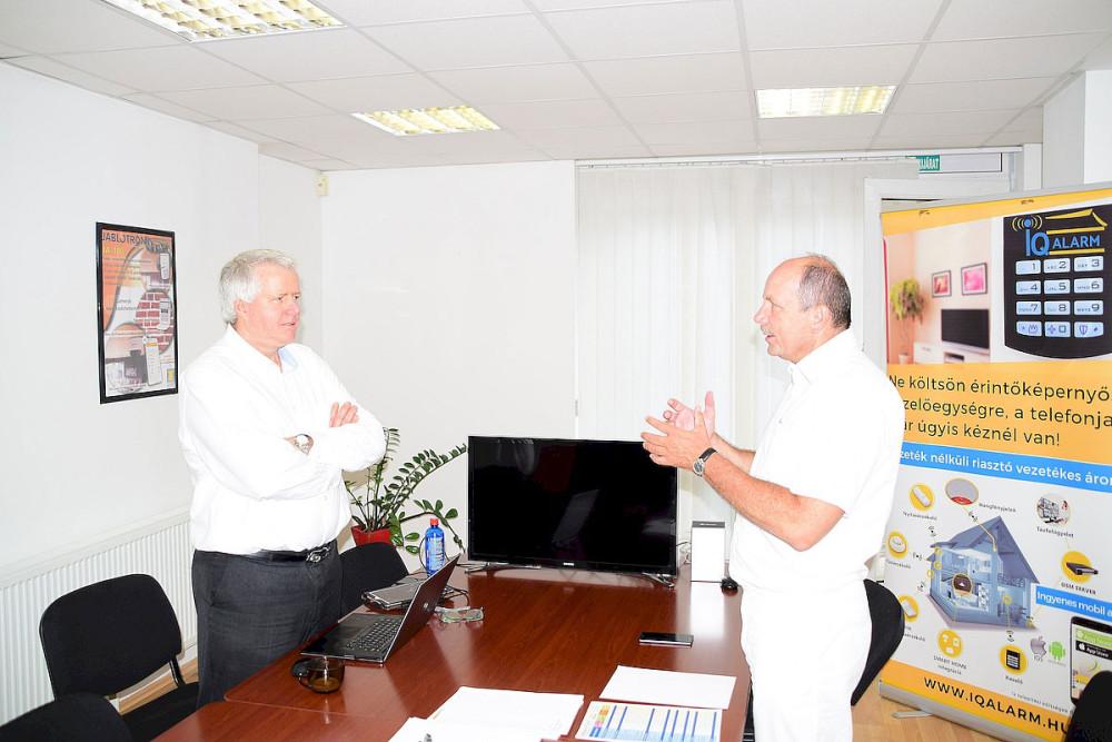 Mark Ross (alra) és Szabó László LDSZ ügyvezetőForrás: LDSZ Kft