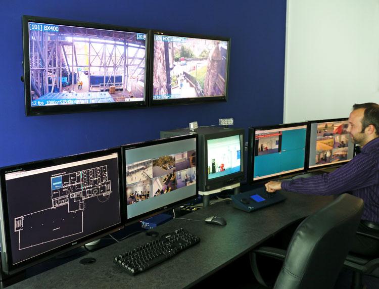 A Control Center monitorokForrás: ERANDO Kft