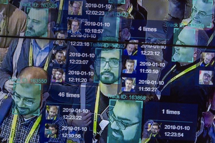 Élő bemutatón egy mesterséges intelligenciát és arcfelismerést nagy tömegben használó technológia a Horizon Robotics kiállításon a Las Vegas-i Konferencia Központban 2019. januárjában, CES-en.Forrás: David Mcnew / AFP