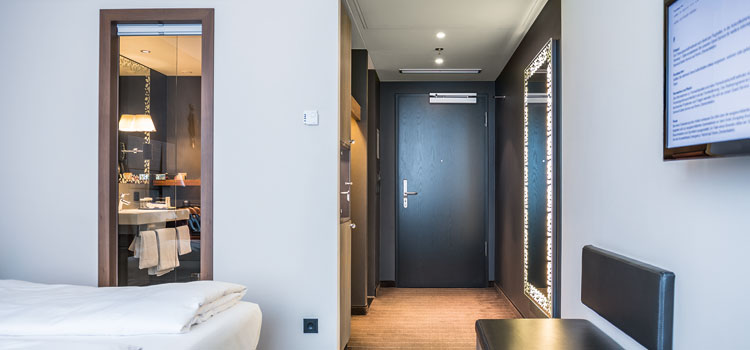Hotel-room-with-Aperio-cover