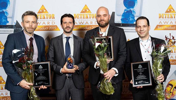 Az első helyezettek a díjakkal (balról jobbra) Björn Admeus, Bosch Building Technologies, (Videófelügyelet), Pierre Parrman, Seriline (IoT biztonság), Raffaele De Astis, Cias (riasztás és észlelés) és Dahn Sadarangani HID Global (ID & Hozzáférés-szabályozás). Forrás: securityworldmarket