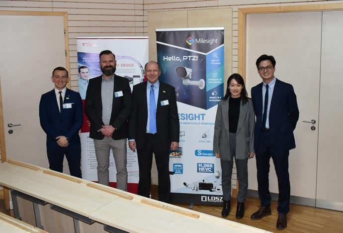 A Milesight kínai mérnökeivel az LDSZ vezetői és a következő generáció